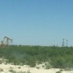 Ölpumpen in der Landschaft