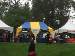 nicht zu übersehen, das ukrainische Zelt