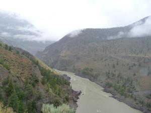 tief eingeschnitten, der Fraser River