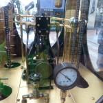 Dampfmaschinchen der Uhr