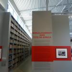 vorn Interpretation der  Politik Titos, hinten russische Bibliothek