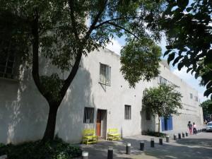Casa Barragan im Vordergrund und Studio, dahinter
