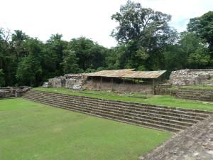 Quirigua - Akropolis mit Palastresten