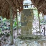 Stele am Tempel 6