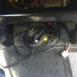 noch ist Kabelsalat unter dem Fahrersitz