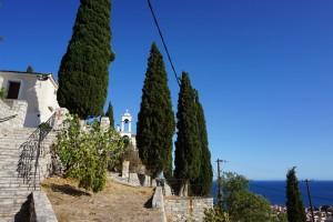 ein aktives Kloster halbwegs am Berg