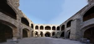 Rhodos - Innenhof des Krankenhauses, viel Licht und Luft