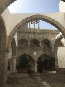 Patmos - Innenhof des Klosters, ca. 10 x 10 m