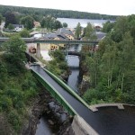 Kanalbrücke über den Fluss
